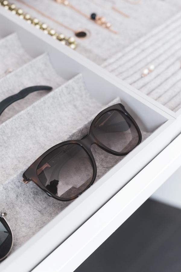 Sunglasses and jewellery in organisers