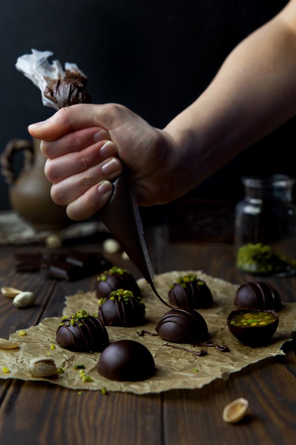 Schokolade auf vegane Schokotrüffel dressieren