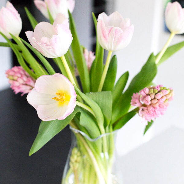 5 ways to embrace spring, embrace spring, how to embrace spring, how to enjoy spring, lifestyle tips in spring, flowers, fresh cut flowers, tulips, pink tulips